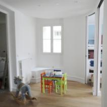 Espace jeux / banc sur-mesure sous la fenêtre