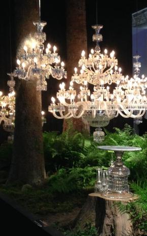 Scénographie féérique pour les lustre de la cristallerie Saint-Louis.