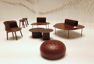'Chocolatexture Lounge' par Nendo - Pour cette installation, Nendo a sélectionné quelques unes de ses créations pour de prestigieuses maisons d'édition, qu'il a harmonisées en couleur chocolat. L'effet est des plus appétissants !