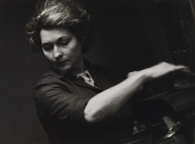 Louis Stettner-Ouvrière dans une imprimerie, France, de la série Workers, 1972-1974